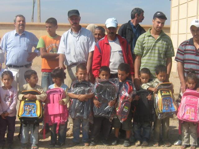 توزيع الأدوات المدرسية للمستفيدين من التعليم الأولي - أنكاد 2011